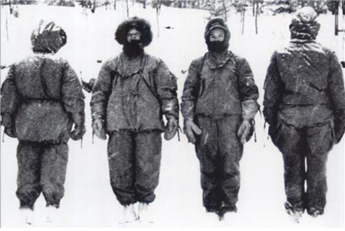 1940년대 미국 보스턴의 한 육군 연구소에서 파커의 방한능력을 실험하는 모습 /출처= https://www.heddels.com/2017/01/the-history-of-the-parka/
