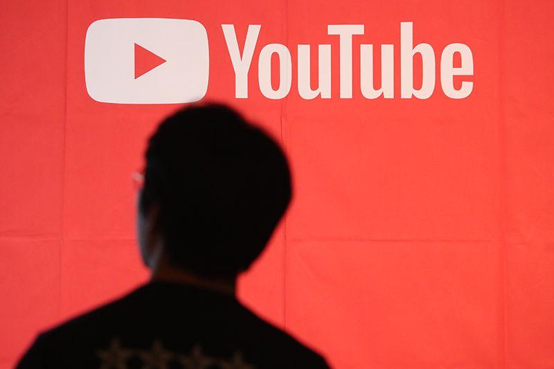 """동영상 서비스 유튜브가 17일 오전 한때 섬네일(미리보기)화면이 뜨지 않고 동영상 재생이 안되는 등 장애를 일으키다가 11시 40분 정상 재생되고 있다. 유튜브는 이날 오전 10시40분께 공식 트위터 계정을 통해 """"문제 해결을 위해 노력하고 있다"""