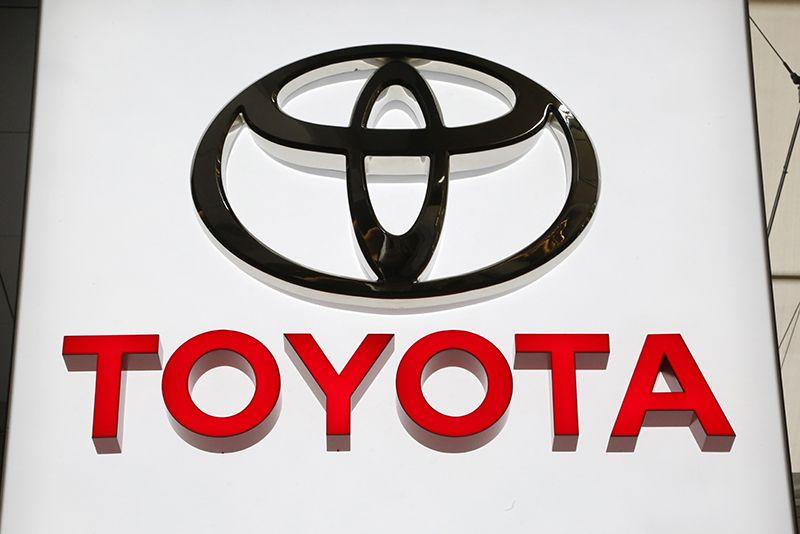 지난 2월 개최된 미국 피츠버그 오토쇼에 일본 도요타 자동차의 로고가 걸려있다. 도요타 자동차는 에어백 결함에 따라 전 세계에서 100만 대 이상을 리콜하기로 했다고 2일(현지시간) 외신이 전했다. 이번 리콜 대상 차량은 미국에서 2004년부터 2006년까지 판매된 사이언 1만7천여대를 비롯해 일본, 유럽 등지에서 판매된 아이시스와 어벤시스, 어벤시스 왜건, 알렉스, 코롤라, 시엔타 등이다. /사진=도쿄 AP, 연합뉴스