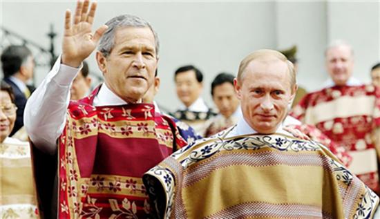 ③ 2004년 아시아태평양경제협력체(APEC) 회의에서 차망토를 입은 세계 정상들. /출처= https://www.washingtontimes.com/news/2015/oct/13/russia-reminds-us-of-post-911-military-support-we-/