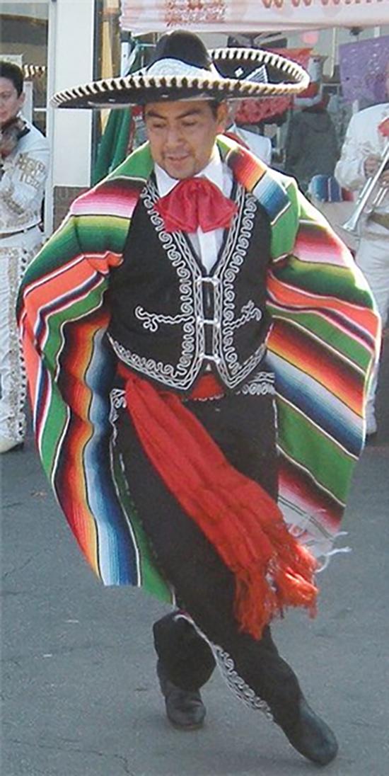 멕시코의 화려한 사라페. /출처=@Folklorico Dancer