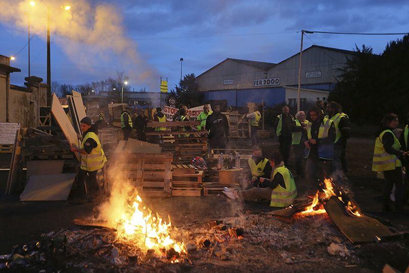지난 5일(현지시간) 프랑스 서부 르망에서 유류세 인상에 반대하는