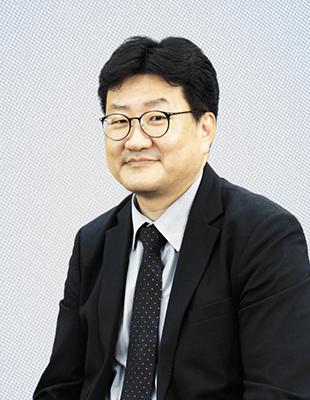 마크로밀 엠브레인<br/>윤덕환 이사