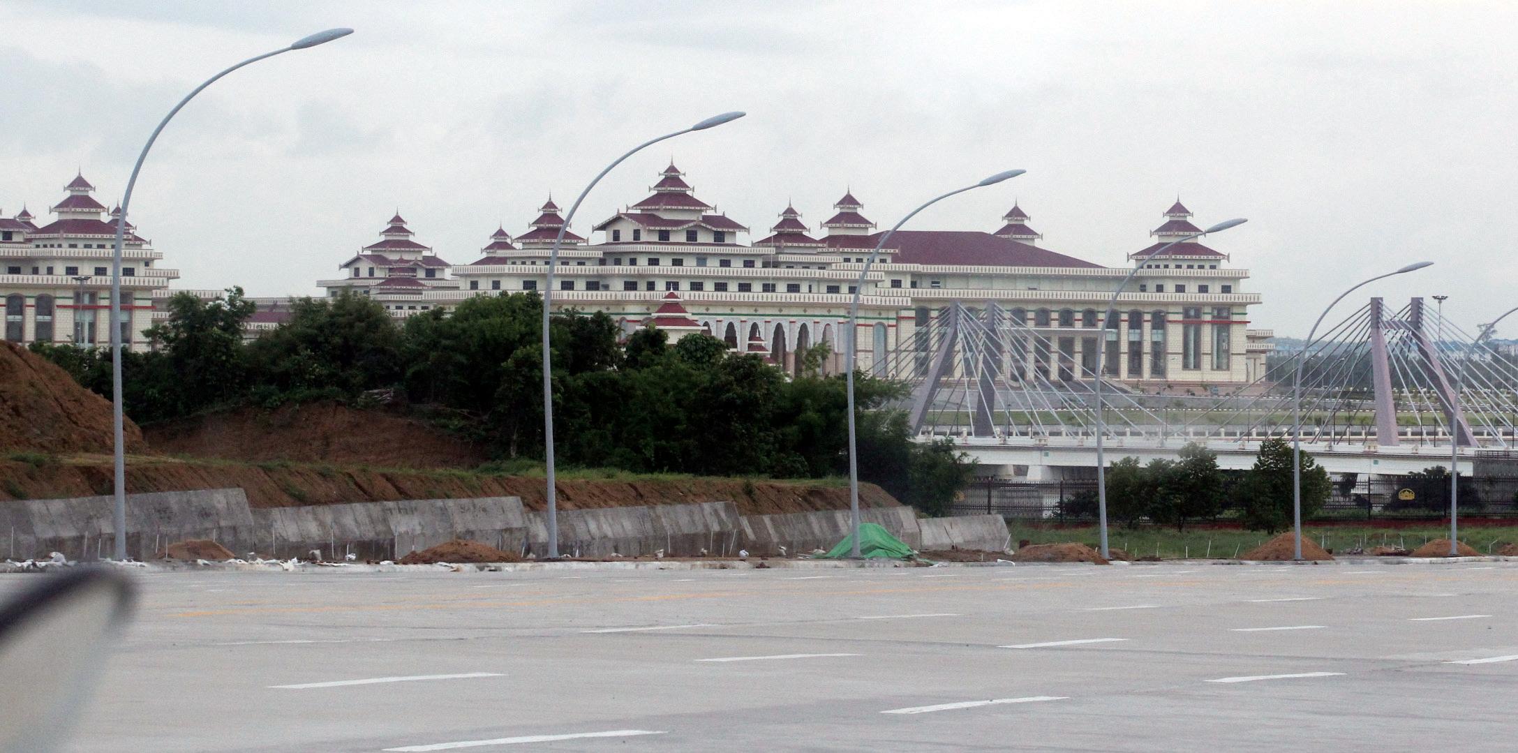 으리으리하면서도 외부인은 접근하지 못하게 하는 미얀마 대통령궁.