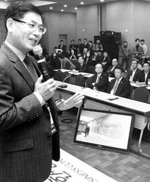 송창근 회장이 지난 15일 한상대회 청년 채용 오디션에서 인사말을 하고 있다.