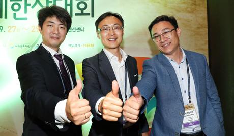 왼쪽부터 김 아르투르 대표, 알렉산더 박 변호사, 강 뱌체슬라브 대표.
