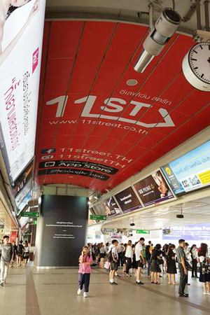 방콕 주요 번화가에 위치한 11번가 광고.