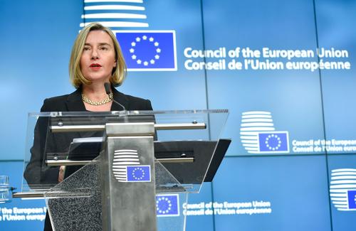 페데리카 모게리니 유럽연합(EU) 외교안보 고위대표가 11일(현지시간) 벨기에 브뤼셀에서 열린 EU 외무장관 회의 후 기자회견을 하고 있다. EU 회원국 외무장관들은 이날 회의에서 3년 전 쿠데타를 일으켜 집권한 태국 군부정권과 끊었던 모든 정치적 관계를 복원하기로 했다고 밝혔다. [AFP연합뉴스]