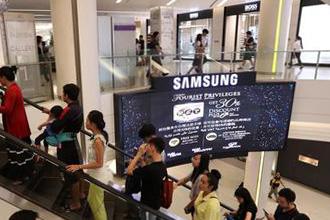 태국 방콕 시내의 한 쇼핑몰. 일본 브랜드보다 삼성과 LG 등 한국 기업의 브랜드를 더 쉽게 찾아 볼 수 있다. <사진제공=매경DB>