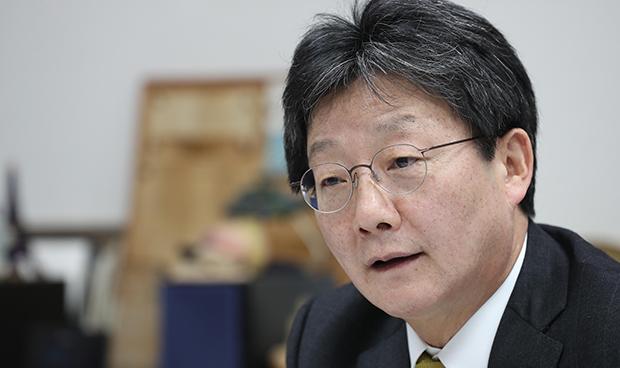 유승민 새누리당 의원이 22일 레이더P와 인터뷰를 하고있다. [사진 = 이충우 기자]