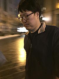 미국 연방검찰에 의해 뇌물혐의로 기소된 반기문 전 유엔 사무총장의 조카 반주현 씨가 10일(현지시간) 뉴욕의 연방법원에서 심문을 받은 뒤 떠나고 있다.[사진=연합뉴스]