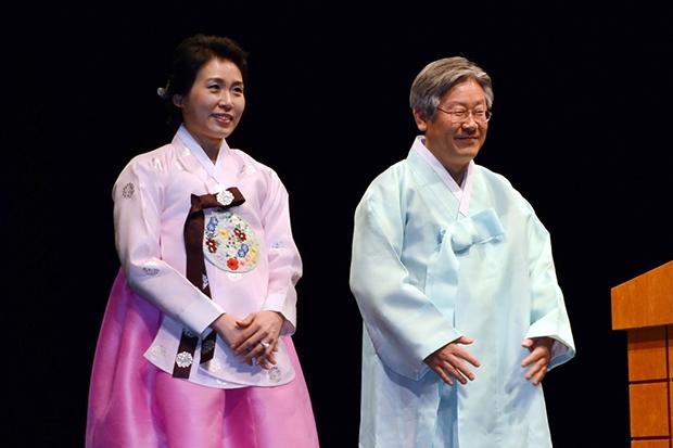 2012년 어버이날 기념 행사에서 이재명 성남시장과 아내 김혜경 여사[사진=성남시]