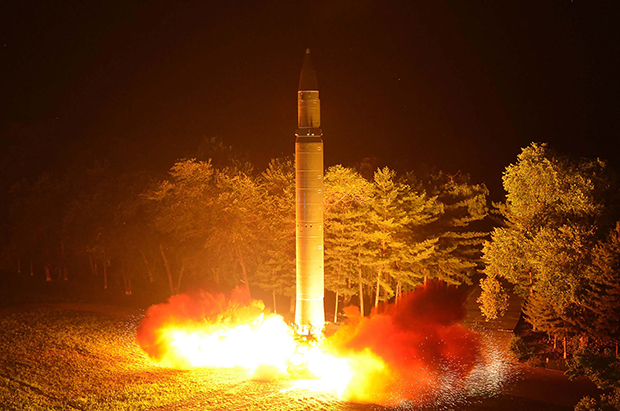 지난 7월29일 북한의  화성-14형 대륙간 탄도미사일(ICBM)이 시험 발사되는 모습. [사진=연합뉴스]