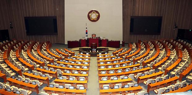 정기국회 개회를 앞둔 31일 국회 본회의장[사진=김호영기자]