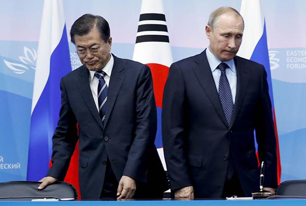 동방안보 포럼 참가차 러시아를 방문중인 문재인 대통령이 6일 오후 푸틴 러시어 대통령과 정상회담후  MOU 채결식을 가졌다.[사진=이충우기자]