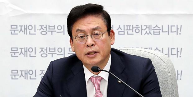 정우택 자유한국당 원내대표가 13일 국회에서 열린 국정감사대책회의에서 발언하고있다. [사진=김호영기자]