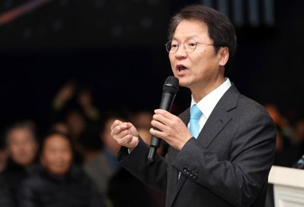 국민의당 천정배 의원이 19일 전북 전주 노블레스 웨딩홀에서 평화개혁연대 주최로 열린 국민의당 시국 대토론회에서 발언하고 있다. [사진=연합뉴스]