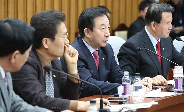 자유한국당 김성태 원내대표가 5일 오전 국회 본청에서 열린 원내대책회의에서 발언하고 있다.[사진=이승환기자]