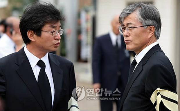 이호철 전 청와대 민정수석과 문재인대통령[사진=연합뉴스]