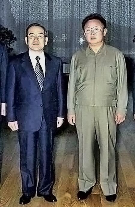 임동원 대북특사(왼쪽)와 김정일 북한 국방위원장[사진=매경DB]