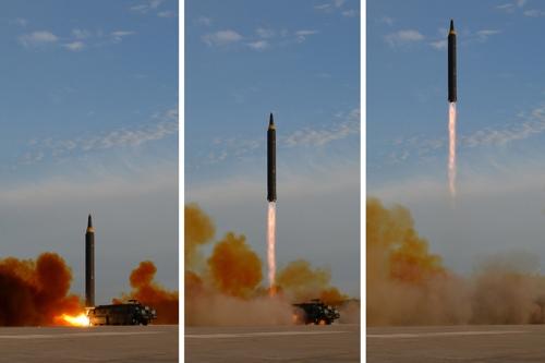 북한의 화성-12형 발사장면[사진=연합뉴스]