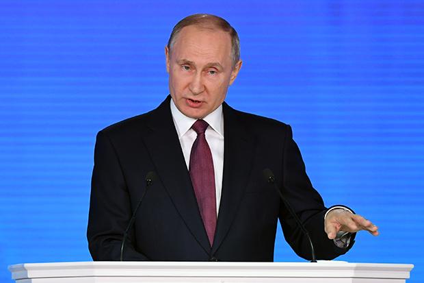 블라디미르 푸틴 러시아 대통령이 1일(현지시간) 모스크바에서 연례 대의회 국정연설을 하고 있다.[사진=연합뉴스]