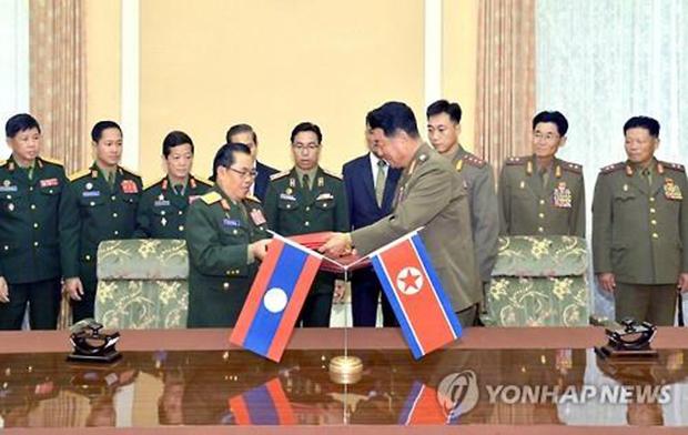 북한과 라오스가 2015년 7월 13일 국방분야 관련 양해문을 체결했다고 조선중앙방송이 보도했다.[사진=연합뉴스]