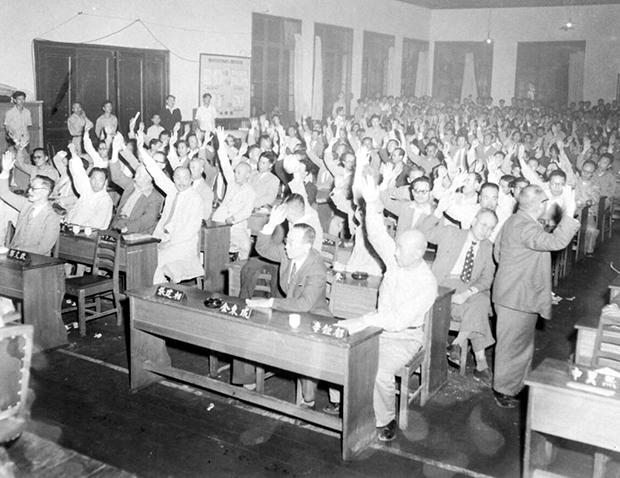 1952년 7월 4일 국회 개헌화투표[사진=국가기록원]
