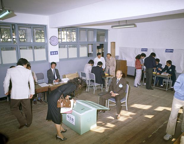 1987년 헌법개헌 국민투표하는 모습[사진=국가기록원]
