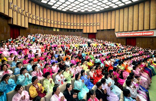 북한 조선중앙통신은 2016년 4월 12일 북한 조선민주여성동맹원들의 태양절 경축모임이 평양 청년중앙회관에서 열렸다고 보도했다. [사진=연합뉴스]
