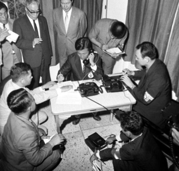 1971년 판문점 남북한전화개통식[사진=국가기록원]