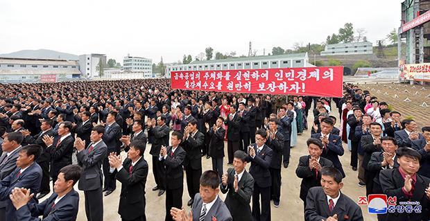 북한 조선중앙통신은 제128주년 노동절을 맞아 중앙보고대회가 황해제철연합기업소에서 열렸다고 1일 보도했다. [사진=연합뉴스]
