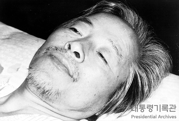 단식투쟁 중인 김영삼 전  대통령 [사진=국가기록원]