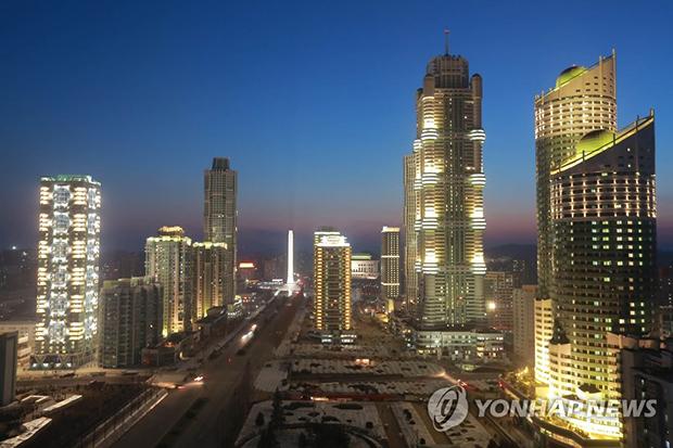 평양 여명거리 건설장 전경[사진=연합뉴스]
