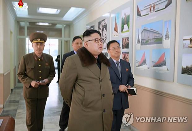 김정은 노동당 위원장이 북한의 대표적인 건축설계기관인 백두산건축연구원을 시찰했다고 조선중앙TV가 2017년 3월 11일 보도했다[사진=연합뉴스]