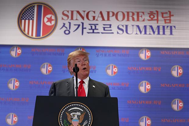 도널드 트럼프 미국 대통령이 12일(현지시간) 싱가포르 센토사 섬 카펠라 호텔에서 북미정상회담을 마친 후 기자회견을 하고 있다. [사진=연합뉴스]