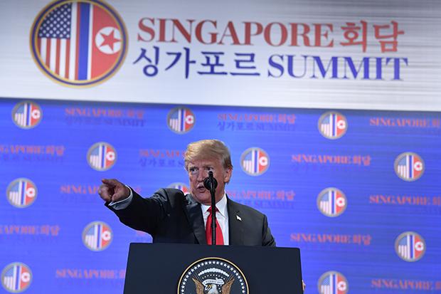 도널드 트럼프 미국 대통령이 상가포르 미북정상회담 후 기자회견을 하고있다.[사진=연합뉴스]