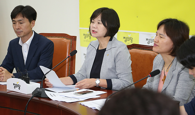 정의당 이정미 대표가 19일 오전 국회에서 열린 상무위원회 회의에서 발언하고 있다.[사진=연합뉴스]