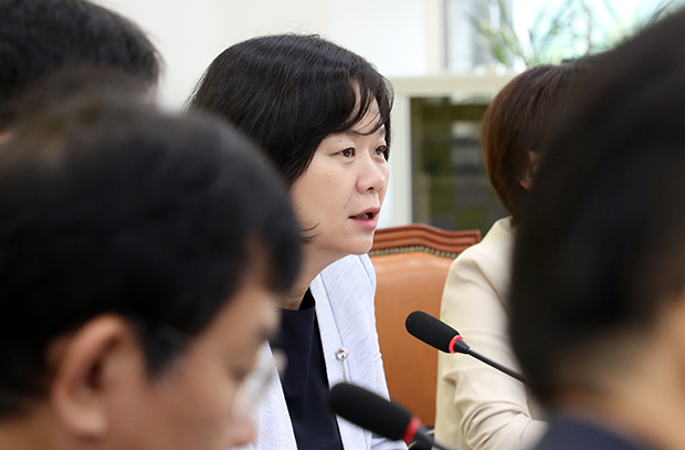 정의당 이정미 대표가 9일 국회에서 열린 상무위원회에서 발언하고 있다.[사진=연합뉴스]