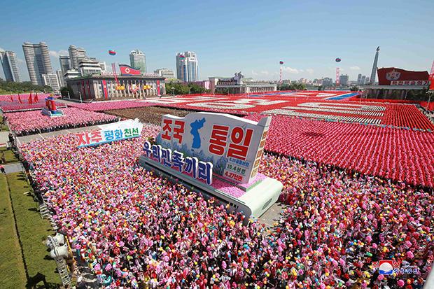 북한이 정권수립 70주년(9·9절)을 맞아 지난 9일 평양 김일성광장에서 열병식을 진행했다고 조선중앙통신이 10일 보도했다. [사진=연합뉴스]