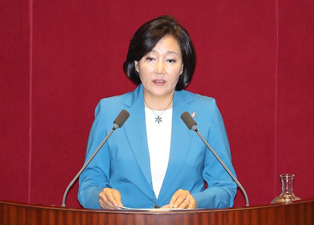 더불어민주당 박영선 의원이 13일 오전 국회 본회의에서 대정부 질문을 하고 있다.[사진=연합뉴스]