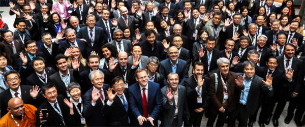 Participants pose for a photo in Asian University Presidents Forum held in University of Ulsan on Wednesday, hosted by Times Higher Education (THE), a British publication that has been ranking world universities. The opening ceremony was attended by 221 presidents from 86 universities in 24 countries. [Photo by Lee Seung-hwan]