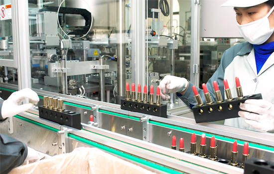 Cosmax shares gain ground with strong operations in China