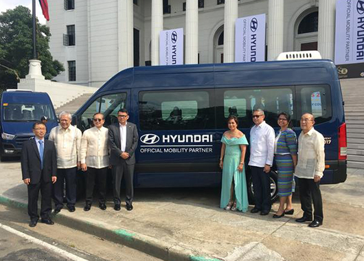 Hyundai Motor on October 25 has held an event celebrating the delivery of 50 units of its minivan H350 (Solati) as official cars to serve the transport needs of ASEAN 50 Summit delegates at National Museum of the Philippines in Manila, Philippines. [Picture by Hyundai Motor]