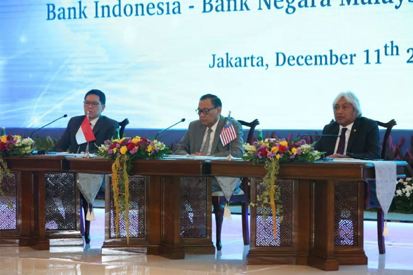 Veerathai Santiprabhob, Governor of the Bank of Thailand, Agus D.W. Martowardojo, Governor of Bank Indonesia and Muhammad Ibrahim, Governor of Bank Negara Malaysia.