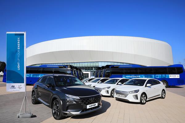 Hyundai Motor S Self Driving Hydrogen Cars Showcase During