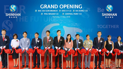 Shinhan Bank Vietnam on Thursday opened four new branches in Ho Chi Minh and Hanoi. [Photo provided by Shinhan Bank]