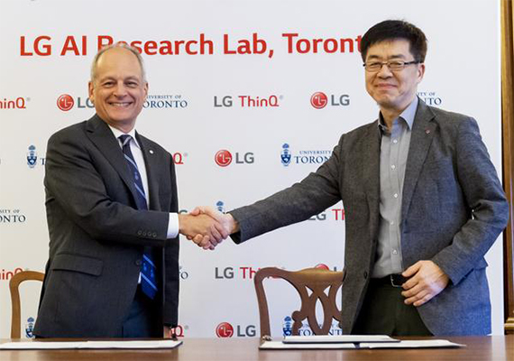 (Left) President Meric Gertler of the University of Toronto shakes hands with LG Chief Technology Officer Park Il-pyung. [Photo provided by LG Electronics Inc. ]