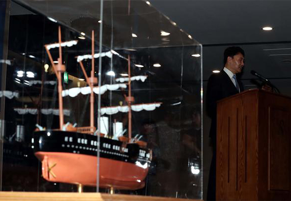 Choi Yong-seok, chief executive of Shinil Group, attends a press conference held at Sejong Center for the Performing Arts in Jongno, central Seoul, on July 26, where the company claimed it has discovered a sunken Russian warship with gold bars and coins. [Photo by Kim Jae-hoon]