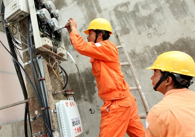 Electrical workers of EVN Hà Nội check an electrical system in the city. It is forecast that up to 2030, demand for electricity will continue to grow at a high level. [VNA/VNS Photo Ngọc Hà]